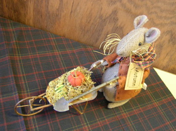 Fall Mouse With Wheel Barrow
